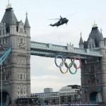 Ngọn lửa Olympics tới London như trong phim Strike Back