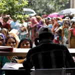 Gánh nặng nhân mãn và bi kịch tìm việc ở Ấn Độ