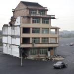 Ngôi nhà giữa… xa lộ