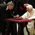 Đức giáo hoàng Benedict XVI cũng xài iPad và có tài khoản Twitter