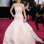 Hình như năm 2013 nữ diễn viên Jennifer Lawrence bị sao hạn về… váy?