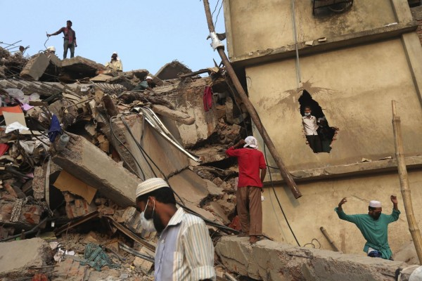 130426-bangladesh-building-collapse-aftermath-02