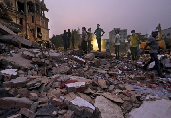 130426-bangladesh-building-collapse-aftermath-09
