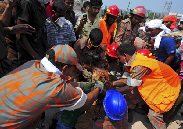 130426-bangladesh-building-collapse-aftermath-22