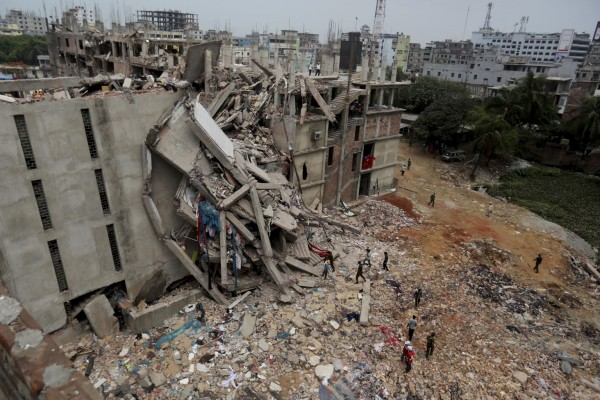 130427-bangladesh-building-collapse-03