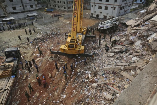 130428-bangladesh-building-collapse-07