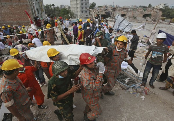 130428-bangladesh-building-collapse-14