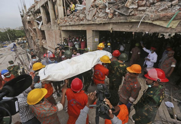 130428-bangladesh-building-collapse-17