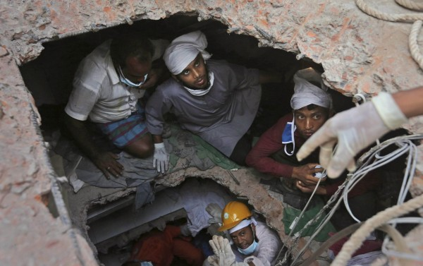 130428-bangladesh-building-collapse-19