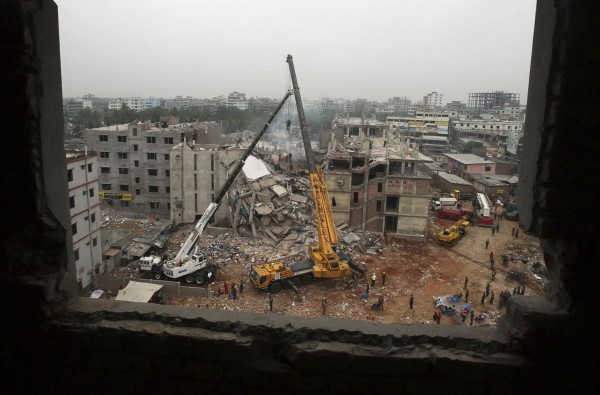 130429-bangladesh-building-collapse-02