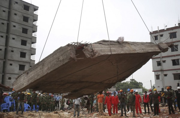 130429-bangladesh-building-collapse-03