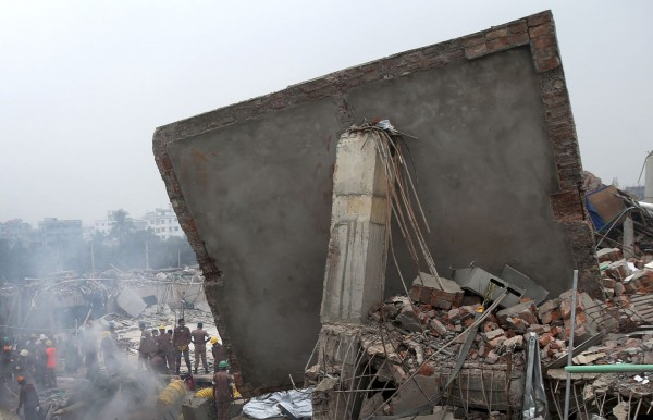 130429-bangladesh-building-collapse-04