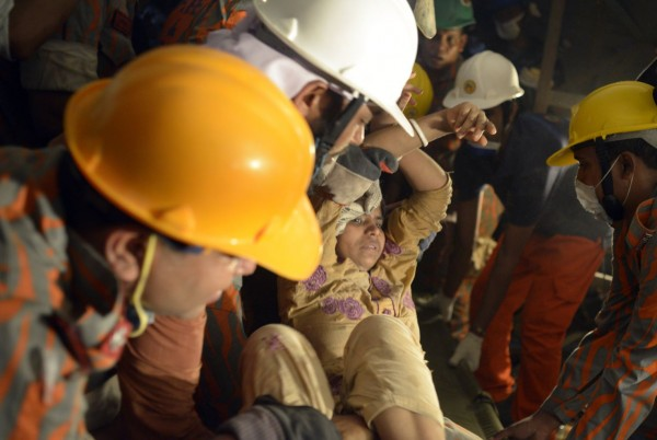 130429-bangladesh-building-collapse-10