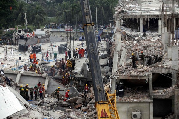 130429-bangladesh-building-collapse-15