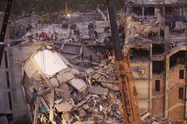 130429-bangladesh-building-collapse-16