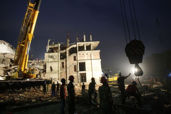 130429-bangladesh-building-collapse-18