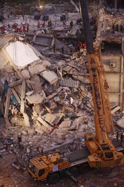 130429-bangladesh-building-collapse-22