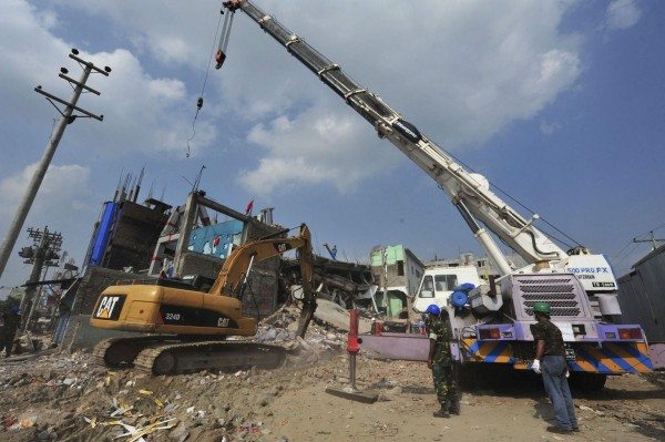 130429-bangladesh-building-collapse-23