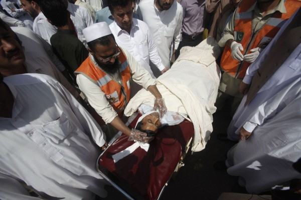 130429-pakistan-bomb-blast-peshawar-01