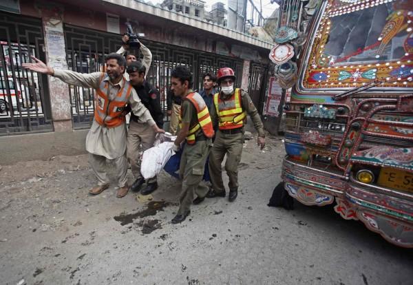 130429-pakistan-bomb-blast-peshawar-03