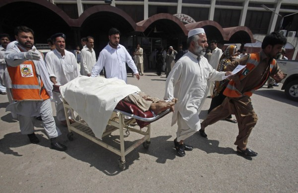130429-pakistan-bomb-blast-peshawar-05