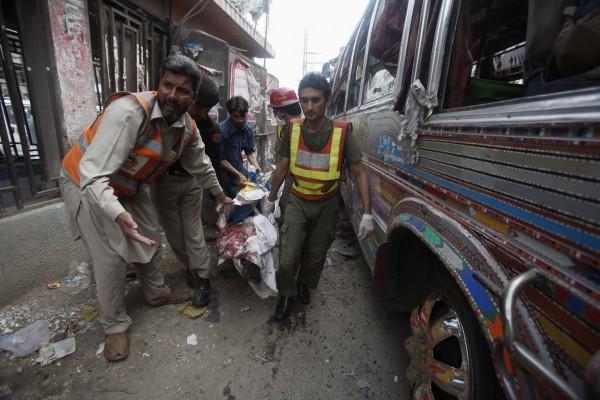 130429-pakistan-bomb-blast-peshawar-07