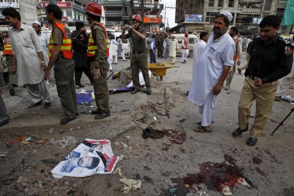 130429-pakistan-bomb-blast-peshawar-08