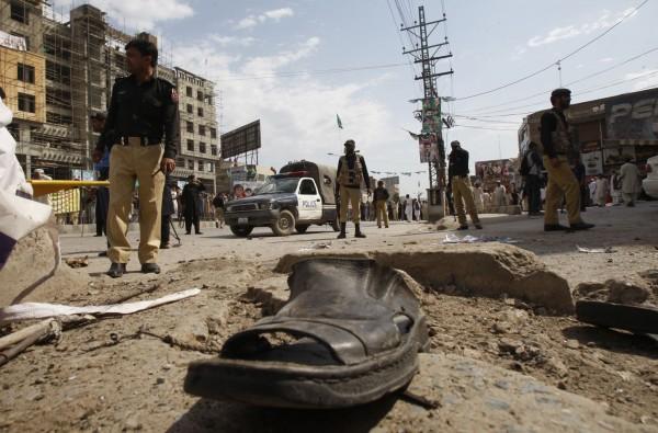 130429-pakistan-bomb-blast-peshawar-09