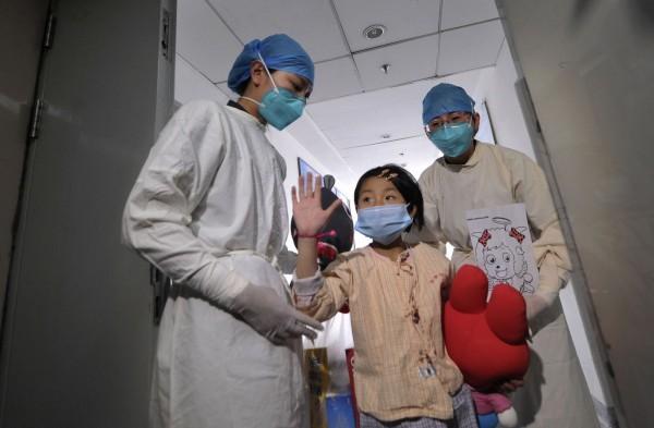 130415-china-bird-flu-h7n9-beijing-infected-girl-02