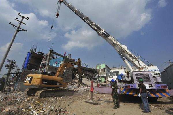 130430-bangladesh-building-collapse-01