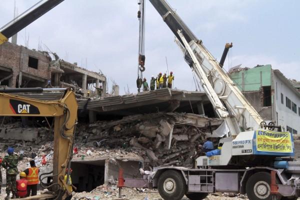 130430-bangladesh-building-collapse-02