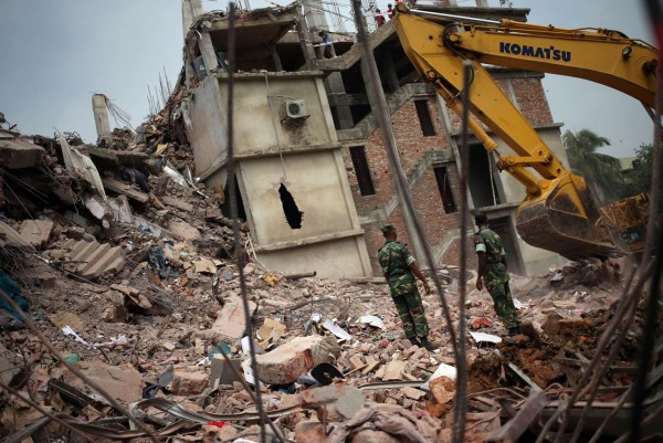 130430-bangladesh-building-collapse-04