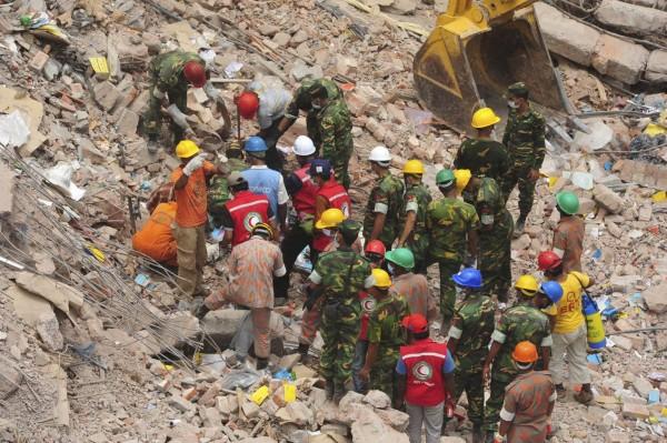 130430-bangladesh-building-collapse-05