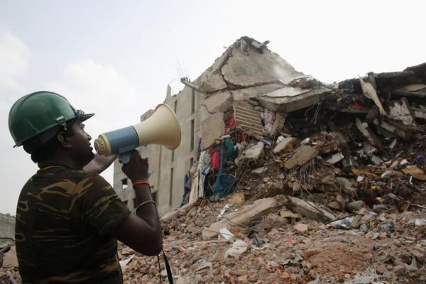 130430-bangladesh-building-collapse-06