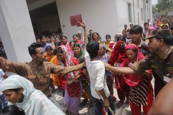 130501-bangladesh-building-collapse-08