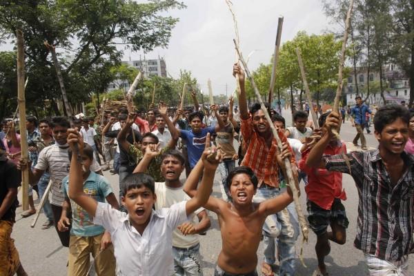 130501-bangladesh-building-collapse-10