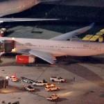 Máy bay bị máy bay chém đuôi trên sân máy bay