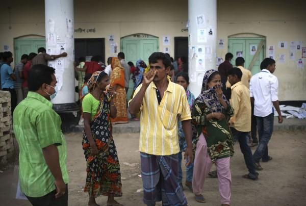 130504-bangladesh-building-collapse-06