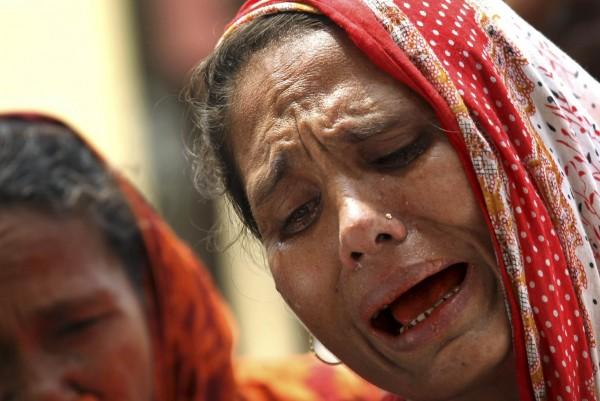 130504-bangladesh-building-collapse-11