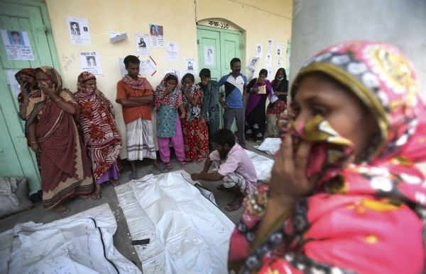 130504-bangladesh-building-collapse-12