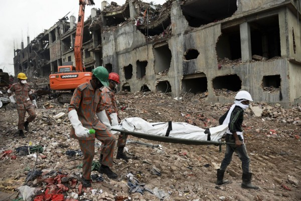 130510-bangladesh-building-collapse-04