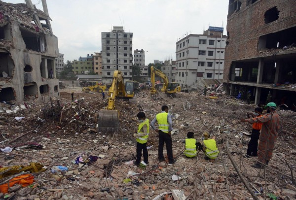 130510-bangladesh-building-collapse-14