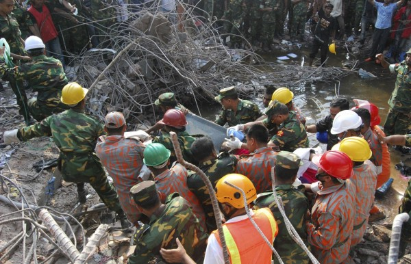 130510-bangladesh-building-collapse-19-survivor-02