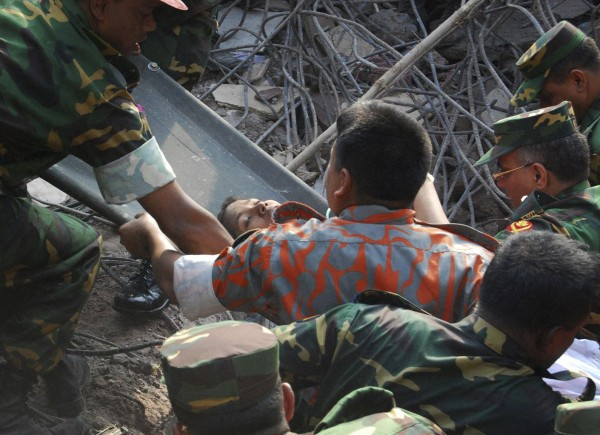 130510-bangladesh-building-collapse-19-survivor-03