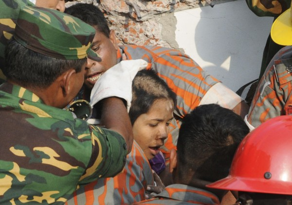 130510-bangladesh-building-collapse-19-survivor-04