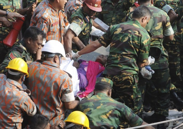 130510-bangladesh-building-collapse-19-survivor-05
