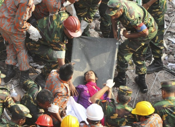 130510-bangladesh-building-collapse-19-survivor-06