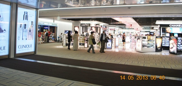 130514-phphuoc-intel-isef-narita-airport-03