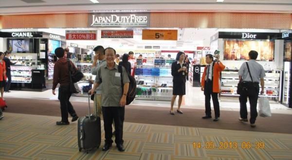 130514-phphuoc-intel-isef-narita-airport