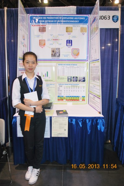 130516-phphuoc-intel-isef-phoenix-exhibits-094-1024